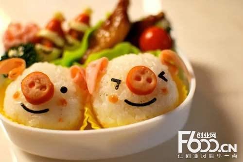 小猪啃饭团