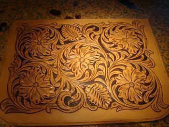 藏族传统手工皮雕图片