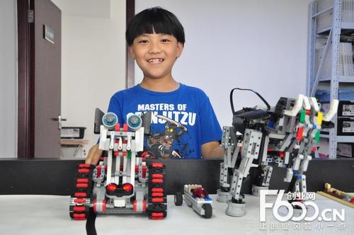 爱斯钽机器人教育