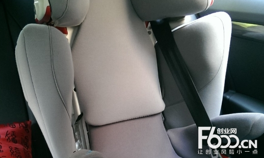 爱卡呀安全座椅