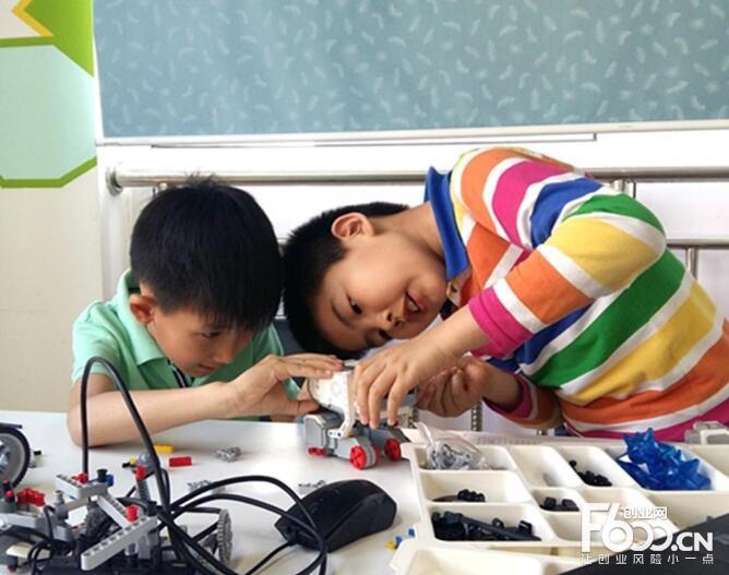 画贝机器人教育加盟