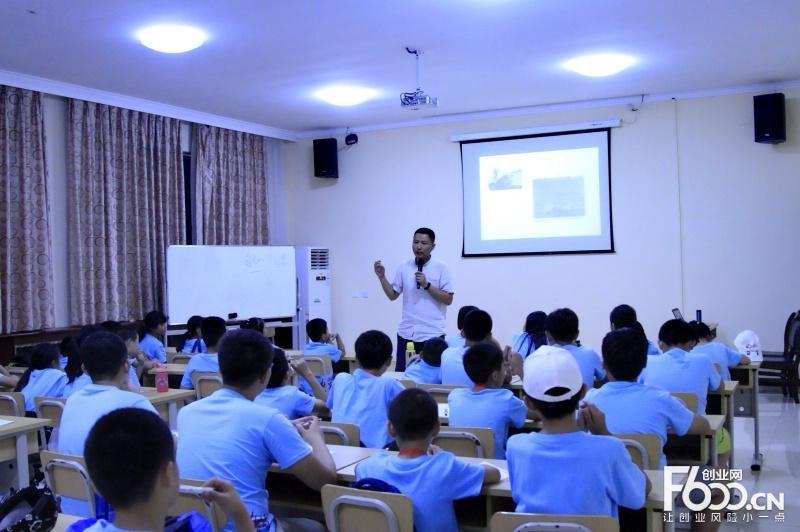 蓝色学营教育加盟