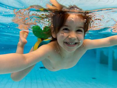 开心岛婴儿游泳馆