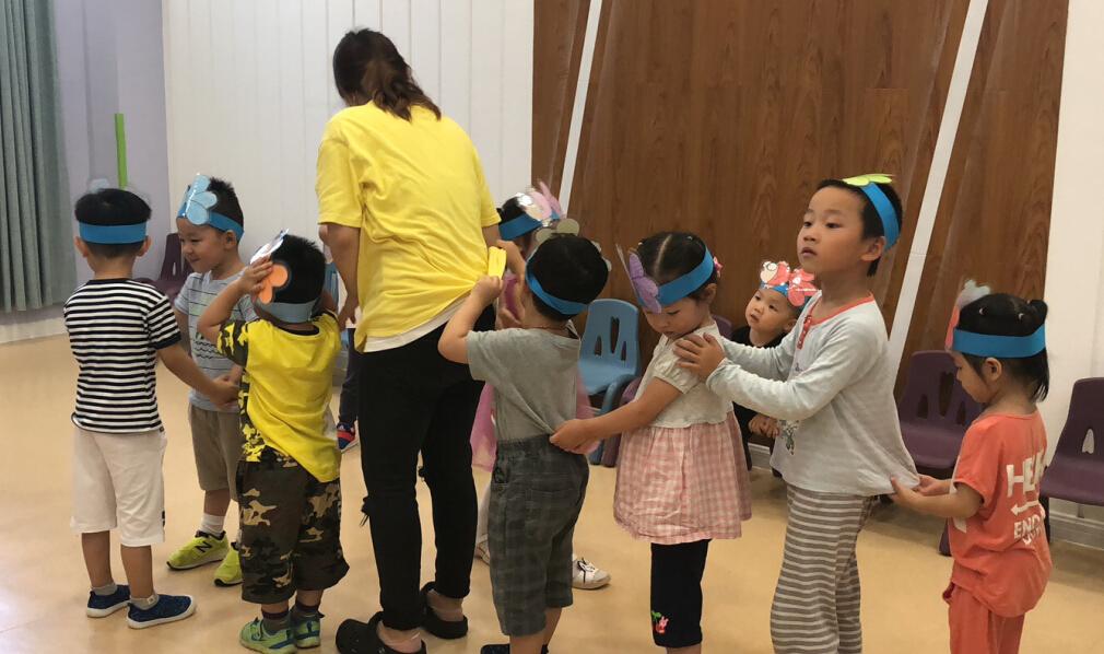 彩虹蜗牛素质教育好玩课堂加盟