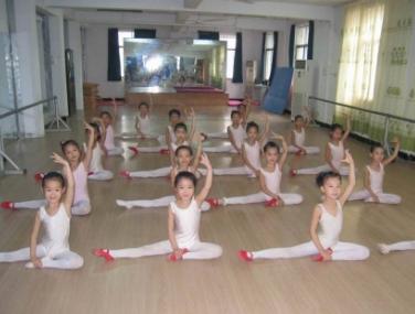 布米童艺少儿艺术培训机构