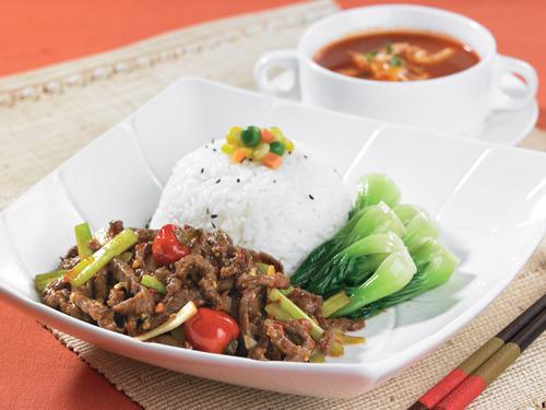 针对各种口味的人群,以中式快餐为主,都是像川菜徽菜等,符合消费者的图片